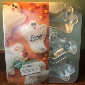 """Wilton """"Mini Ghosts"""" cake pan"""